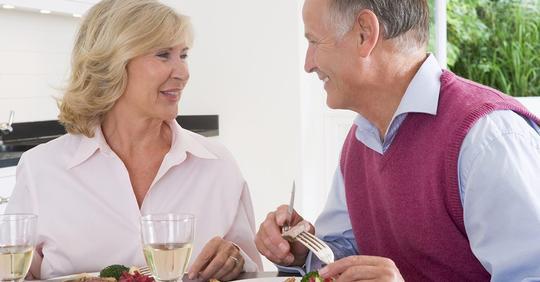 Свекровь после 60 вышла замуж и привела своего мужчину в наш общий дом