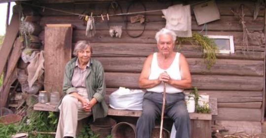Бабушка и дедушка заставляют 18-летнего внука бесплатно «пахать» на них. Почему я против