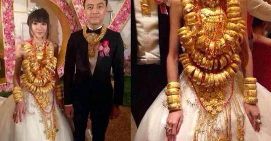 В Китае жених навесил на невесту 60 кг золотых украшений